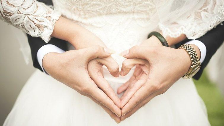 «Сегодня невероятный день»: известный украинский певец показал первое фото со своей свадьбы