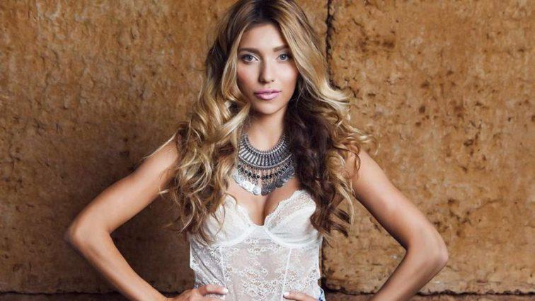 Регина Тодоренко вышла в свет в смелом мини