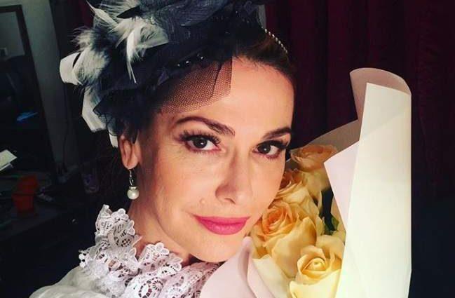 «Красивые цветы для красивой женщины»: Ольга Сумская показала новое фото