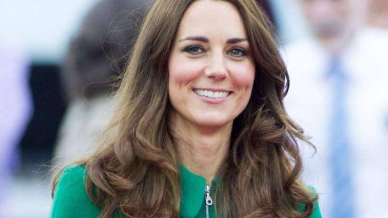 Кейт Миддлтон вышла в свет в стильном наряде