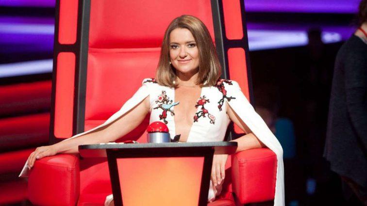 Наталья Могилевская показала роскошную растяжку в дорогущем платье
