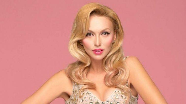 Девушки очень похожи на звездную мамочку: Полякова показала новое семейное фото