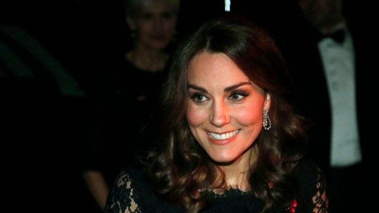 Кейт Миддлтон вышла в свет с драгоценными ожерельем на шее