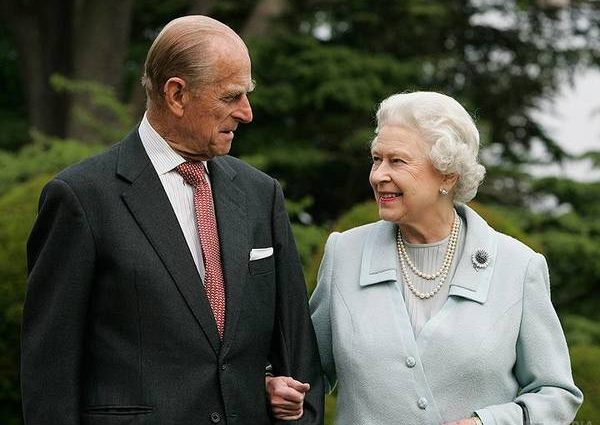Королева Елизавета II и принц Филипп празднуют свое 70-летие брака