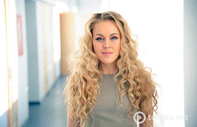 Естественная красота: Alyosha показала новое фото без макияжа