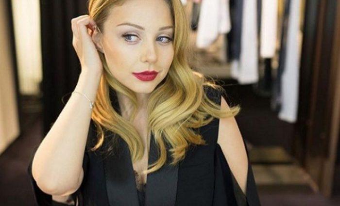 «Прелести просвечиваются…»: Новое откровенное платье Кароль