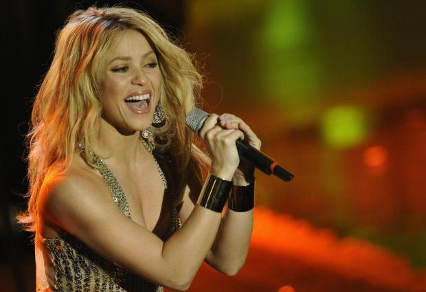 Певица Шакира отменила концерты из-за потери голоса