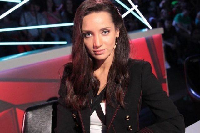 Просто удивительная !: Татьяна Денисова в рваных джинсах напросилась на комплименты