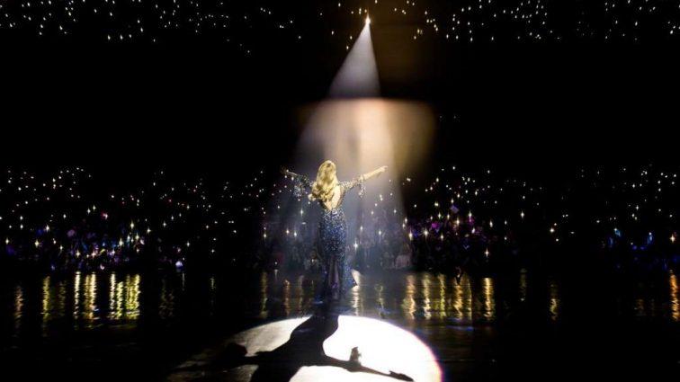 «Стильная и откровенная» Пять эффектных образов Тины Кароль во время концертов в Киеве