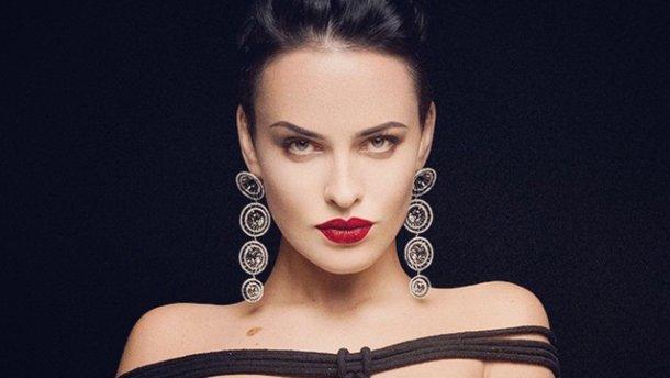 «Томный взгляд и привлекательные губы»: Даша Астафьева появилась в элегантном наряде