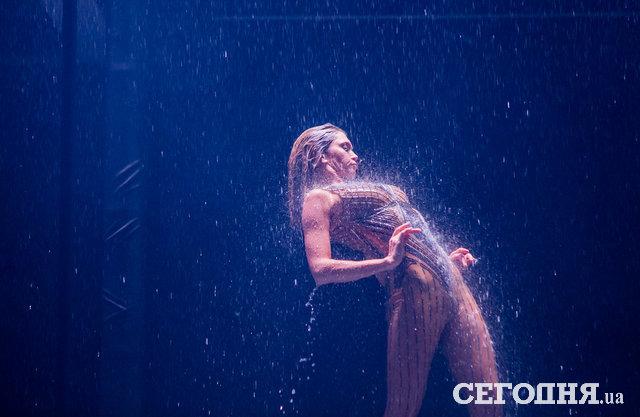 На ней есть одежда? Вера Брежнева поразила «костюмом Евы» на сцене дворца «Украина»