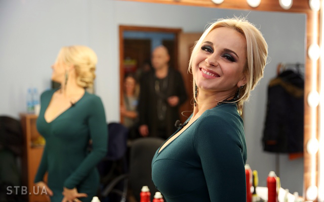 Снежная королева! Лилия Ребрик показала стильный зимний аутфит в заснеженном Киеве