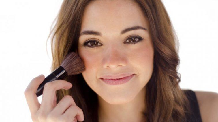 Зимний макияж-тренд: морозный румянец