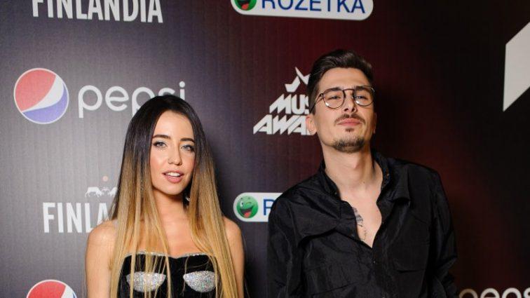 «M1 Music Awards 2017»: самые стильные образы звезд с красной дорожки