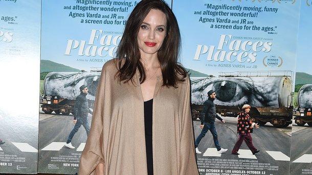 Это была ошибка! Анджелина Джоли хочет помириться с Питтом