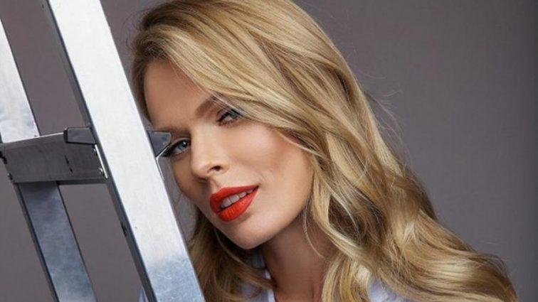 Еще та соблазнительница: Ольга Фреймут показала фото в полупрозрачном пеньюаре и с новой прической