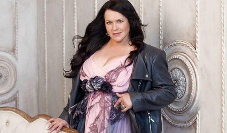 Невозможно узнать! А вы уже видели чрезвычайно исхудалую Руслану Писанку в вышитом платье?