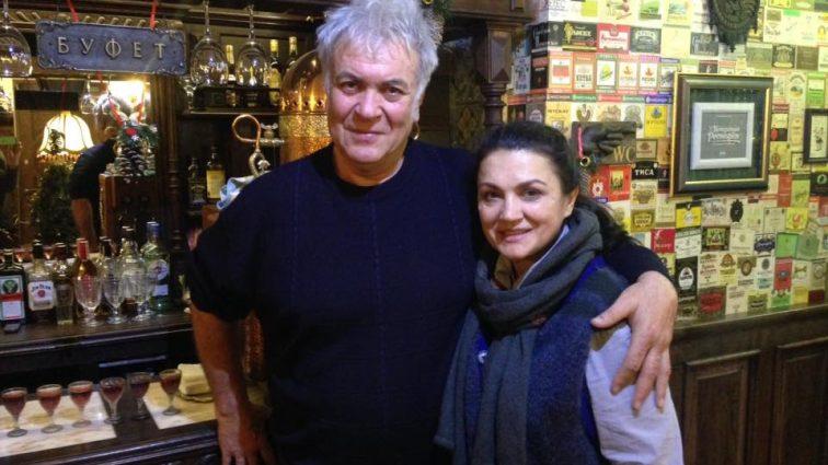 «Он — сердцеед, а она красавица телеведущая» Почему Сумская и Хостикоев поженились только через 10 лет совместной жизни, уже воспитывая сына