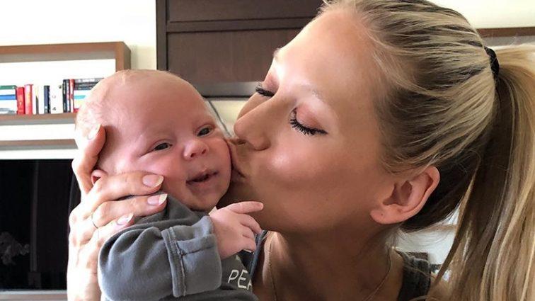 Анна Курникова впервые показала фигуру после рождения близнецов