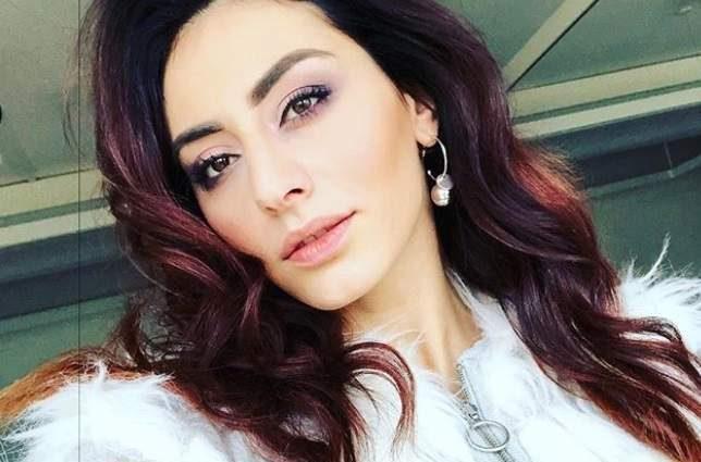 Роза Аль-Намри поделилась горячими снимками в ночнушке