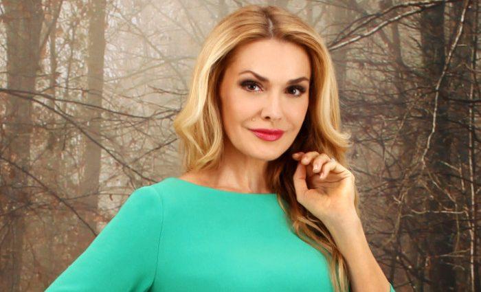 Просто прелесть! Ольга Сумская поразила роскошной рубашкой в украинском стиле и стильными бусами