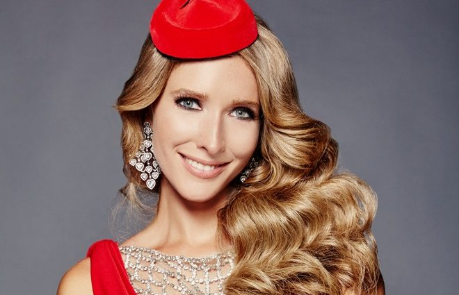 Какая роскошная! Катя Осадчая показала невероятное золотистое платье в аэропорту