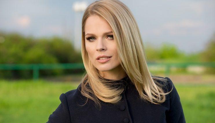 Пока все блестели в платьях: Ольга Фреймут показала фото в боди и леопардовой накидке