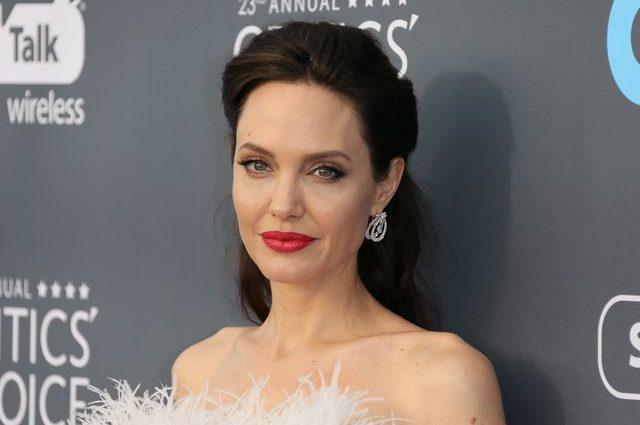 «Неземная женщина»: Анджелина Джоли в белом платье произвела фурор