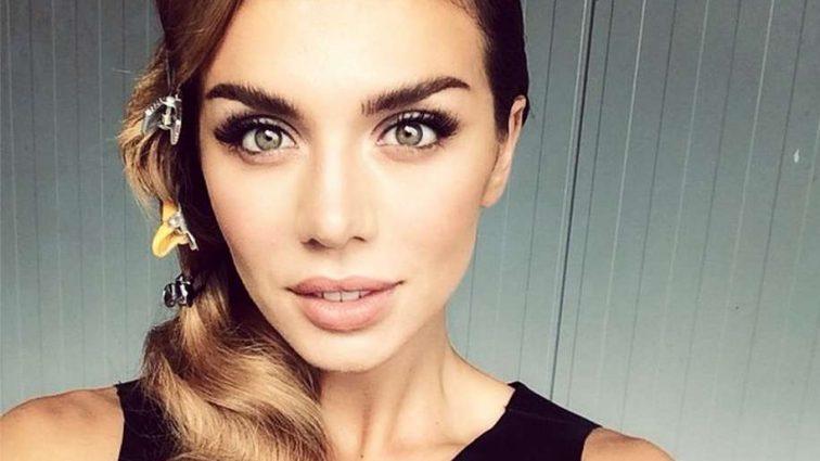 «Как доярка»: Сеть подорвало позорное декольте Анны Седоковой