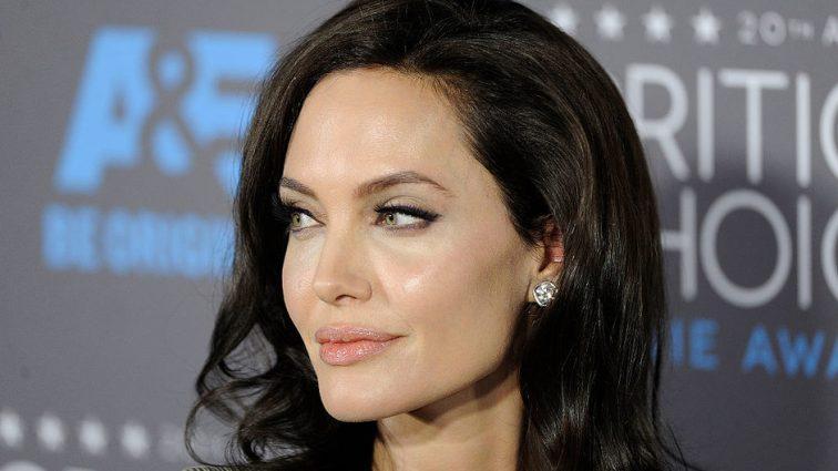 Черно-белая зима: Анджелина Джоли в Лос-Анджелесе
