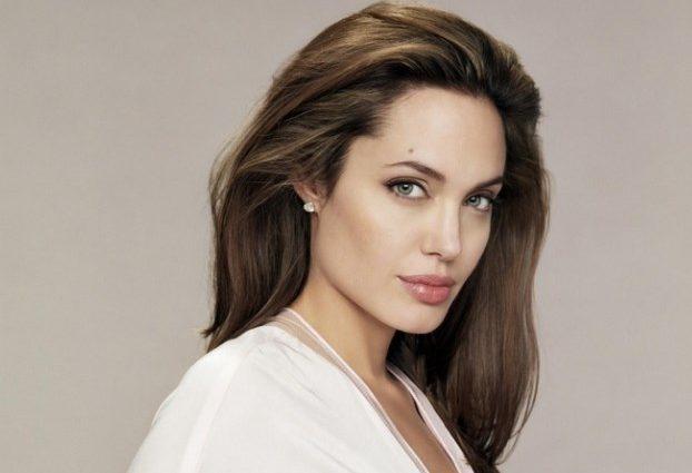 Анджелина Джоли порадовала поклонников шкарним видом