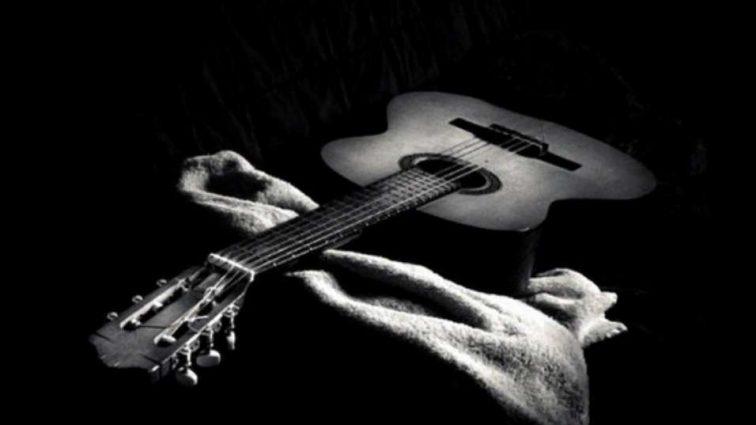 «Мы с болью в сердце сообщаем эту новость»: Умерла легендарная звезда и талантливый гитарист