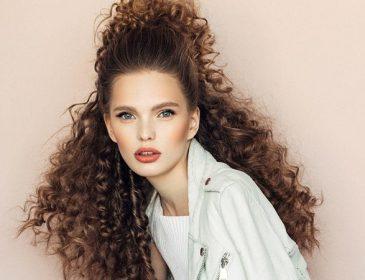 8 стильных и простых причесок для волос любой длины