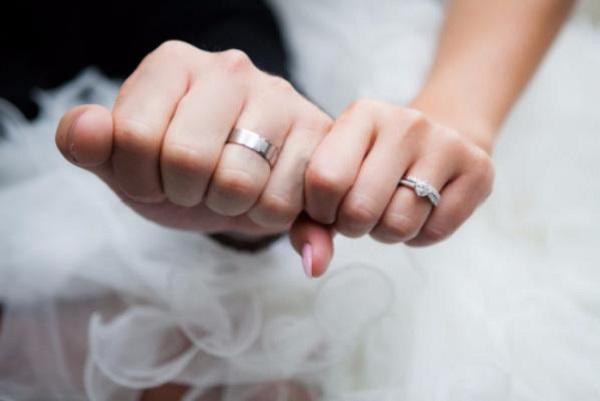 «Стал женихом еще до Нового года…»: Известный певец сделал предложение своей девушке