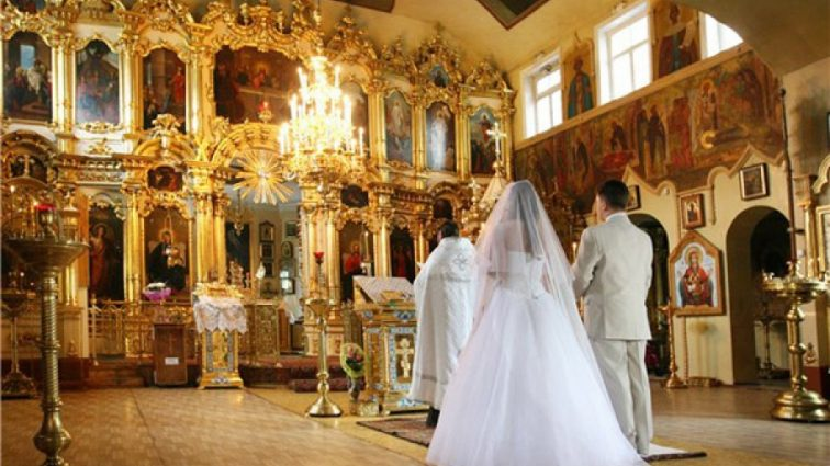 «Этот год дал мне тебя…»: Известный украинский ведущий женится. А невеста настоящая красавица!