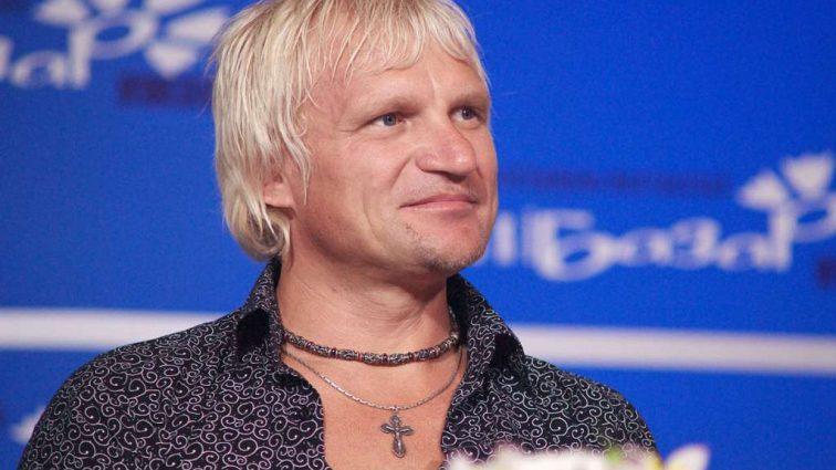 Олег Скрипка заинтриговал поклонников своими полуголыми снимками. Куда пропал певец