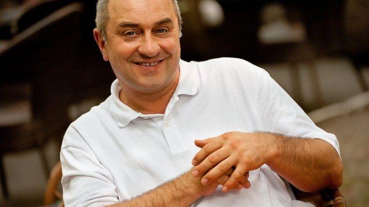 «Спят на отдельных кроватях и …» Как сложилась личная жизнь и чем занимается сейчас известный украинский комик Виктор Андриенко