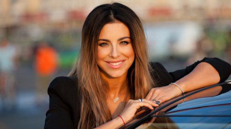 «Нет никакого чувства собственного достоинства»: Как Ани Лорак развлекала гостей на свадьбе в Москве