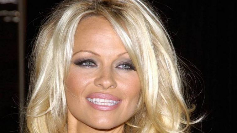 Известная актриса потрясла поклонников синяками на лице