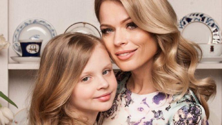 «Думаю мамочка взятку даст»: Заявление 12-летней дочери Фреймут о съемках в сериале «Школа» возмутила украинцев