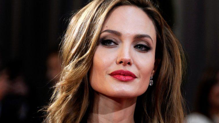 У Анджелины Джоли новый роман. Вы только посмотрите на этого красавца