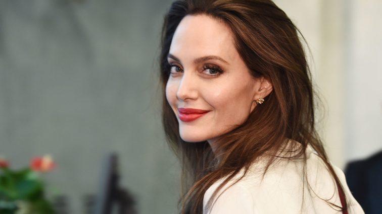 «Постепенно роман перерос в любовь»: Джоли снова собралась замуж