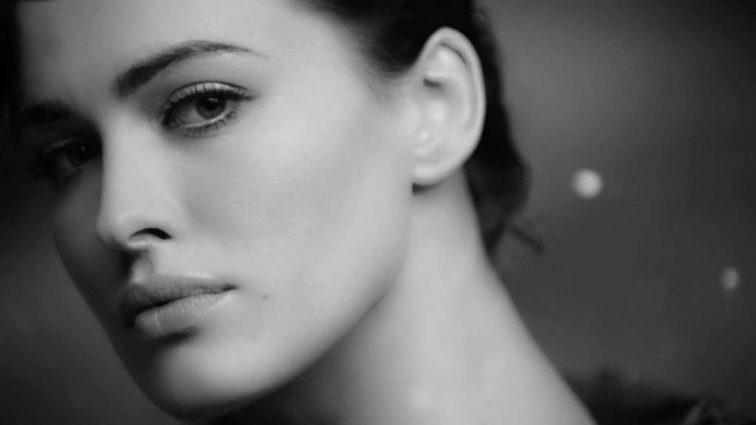 Даша Астафьева заинтриговала поклонников откровенной фотосессией. Почему певица удалила фото?
