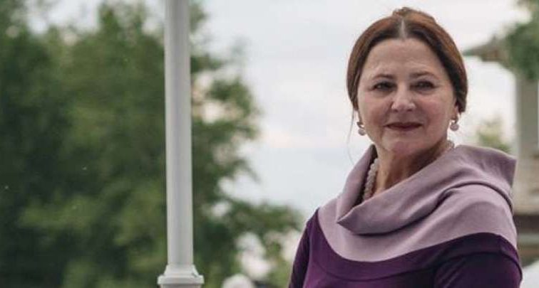 В кожаном корсете и с розовыми волосами: 70-летняя Нина Матвиенко потрясла зрителей новым образом