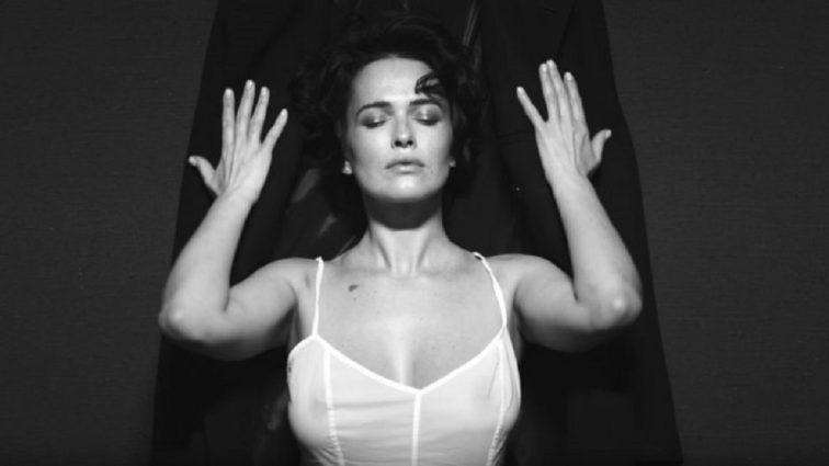 «Женщина, остановись»: Костюм Даши Астафьевой вызвал неоднозначную реакцию в сети
