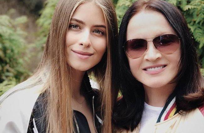 По-богатому: Соня Евдокименко появилась на вечеринке в блестящем мини за 3800 евро
