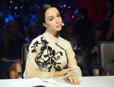 «Вы для меня открытие»: Екатерина Кухар поразила фанатов изящным образом