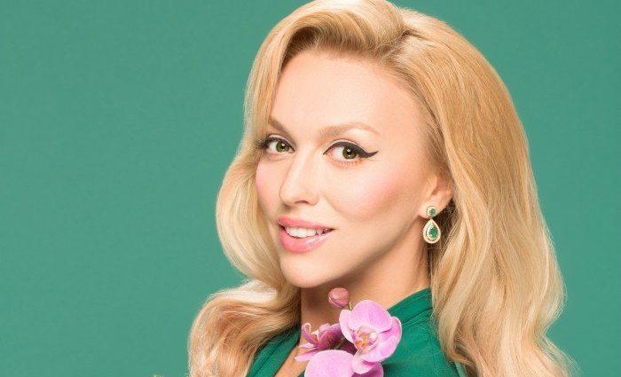 «Без всех этих прибамбасов» Оля Полякова удивила фанатов новым фото. Такой ее видим только муж