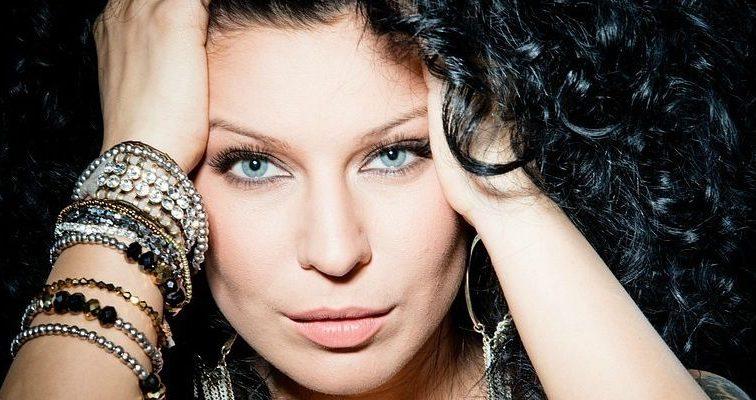 «Был альфонсом и жил за счет жены»: Журналисты рассекретили личные подробности жизни певицы Елки