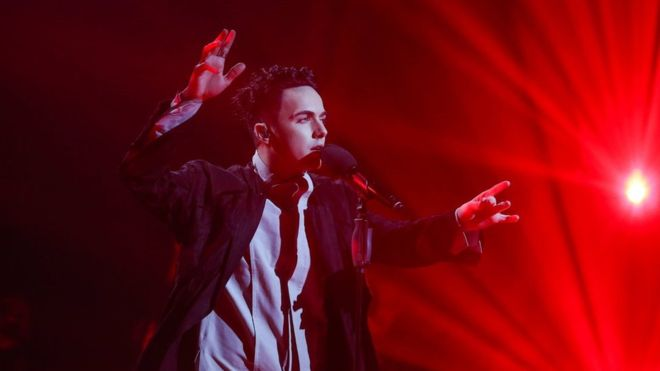 С огнем и странным пианино: Как представитель Украины Melovin ворвался в финал «Евровидения 2018»